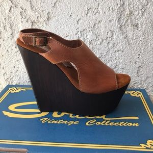 Sbicca vintage Collection Tan wedge sandal